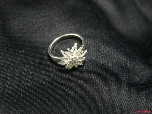 Ring mit Edelweiss 110